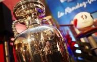 Présentation du trophée Henri Delaunay, la coupe brandie par tous les vainqueurs de l'Euro depuis 1960