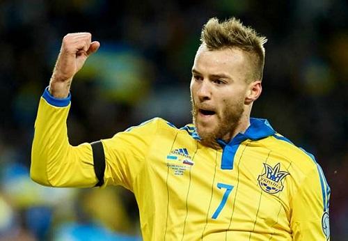 http://www.eurosport.fr/football/qualifications-euro/2016/la-suede-d-ibrahimovic-face-au-danemark-en-matches-de-barrages_sto4954693/story.shtml