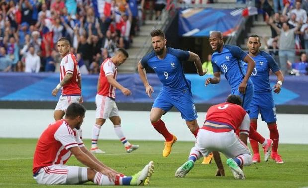 Giroud a inscrit un triplé lors de France/Paraguay